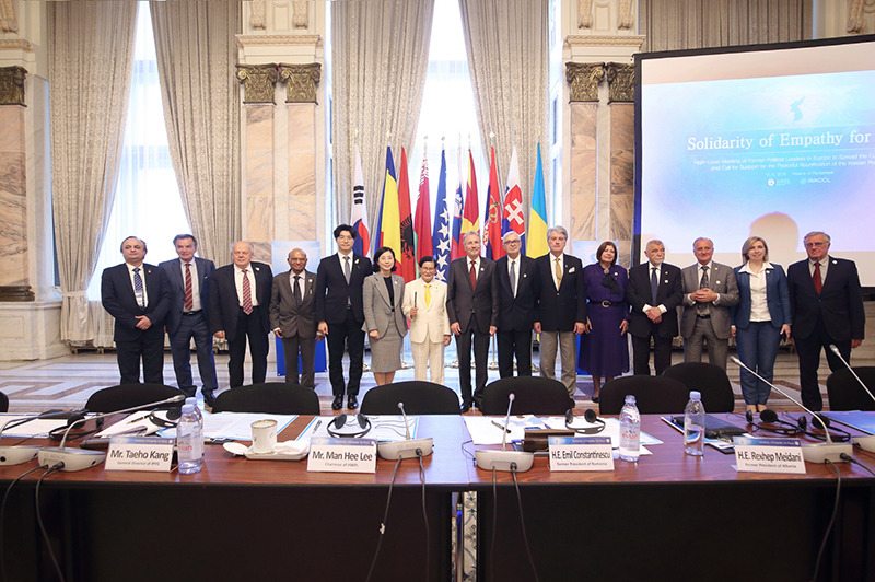 Leadership of Peaceful Transition in Eastern Europ